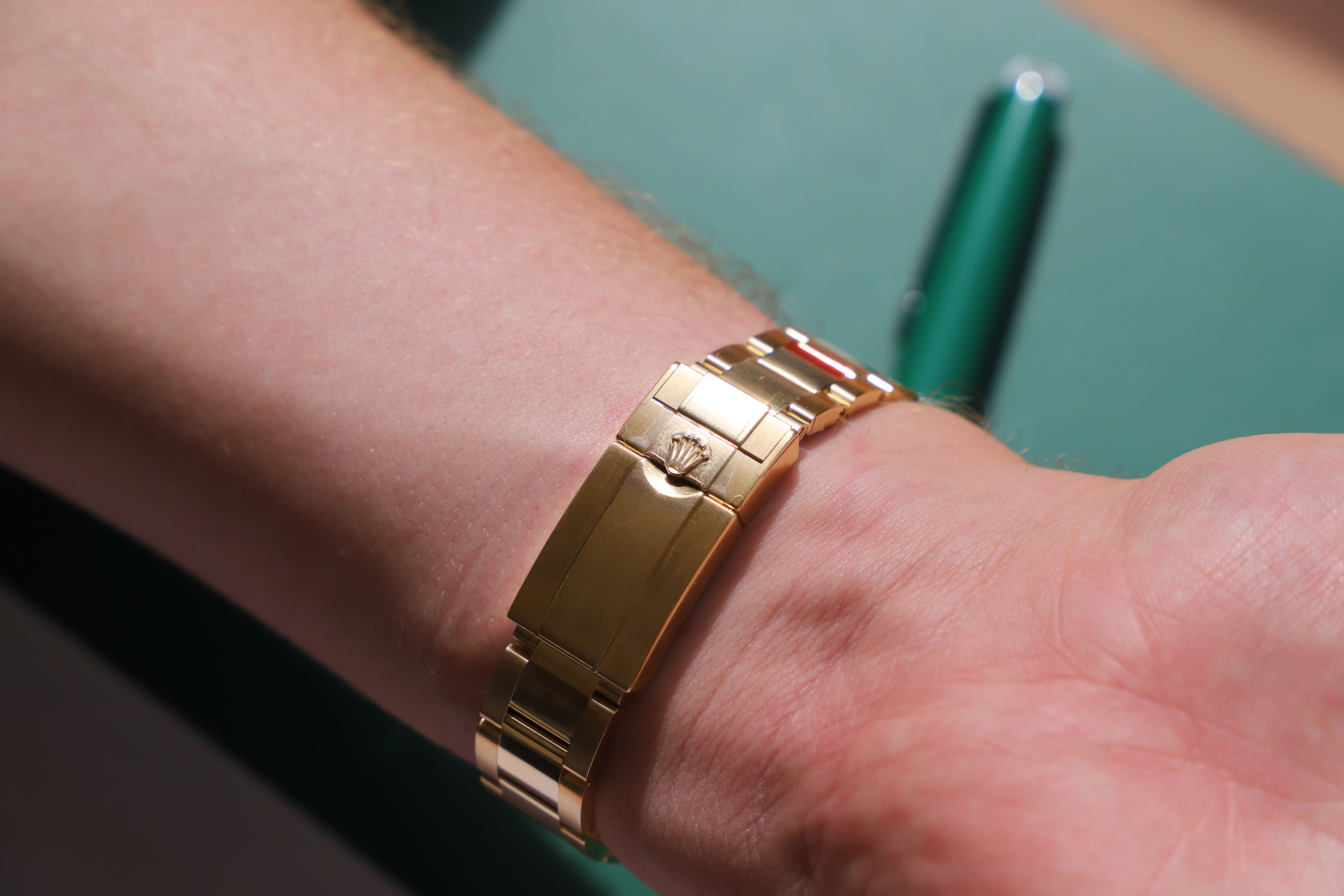 Yellow gold Rolex oyster bracelet clasp